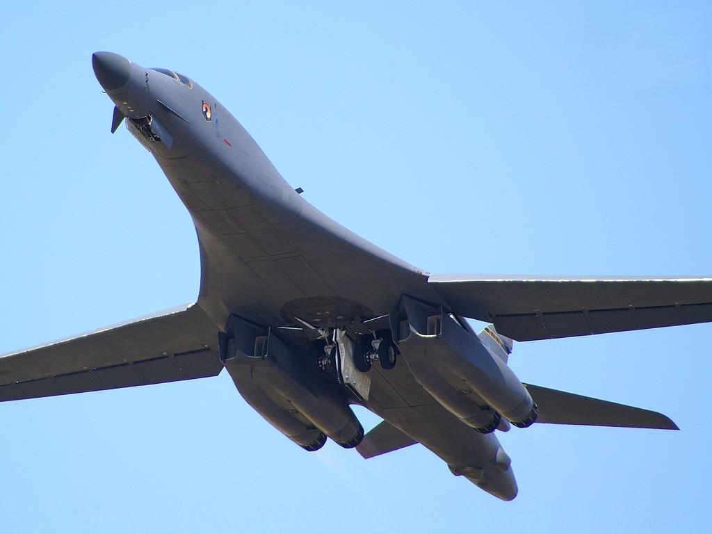 Aircraft Military Wallpaper 1024x768 Aircraft Military Bomber B1 1024x768