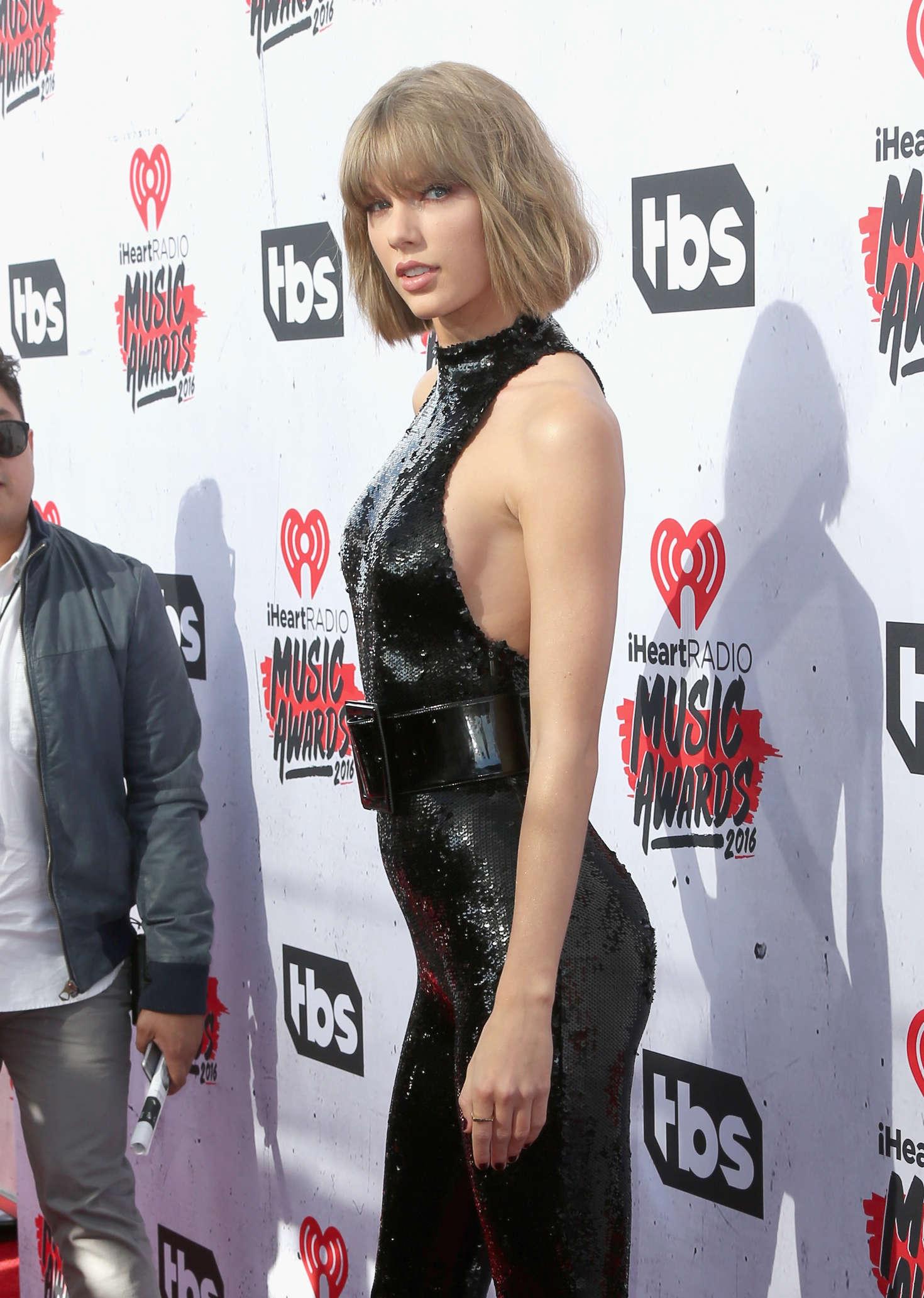 Taylor Swift iHeartRadio Music Awards 2016  18   GotCeleb 1470x2065