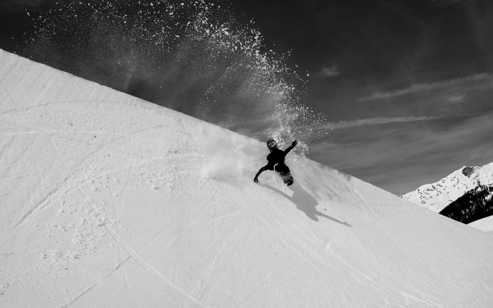 черно белое фото сноубордист сюрпризами пусть радует