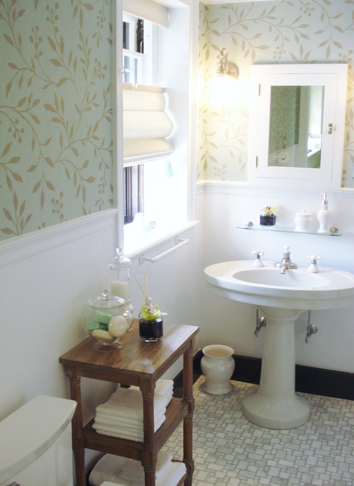 Wallpaper Decorating Ideas Images in Bathroom Traditional design ideas 722x990