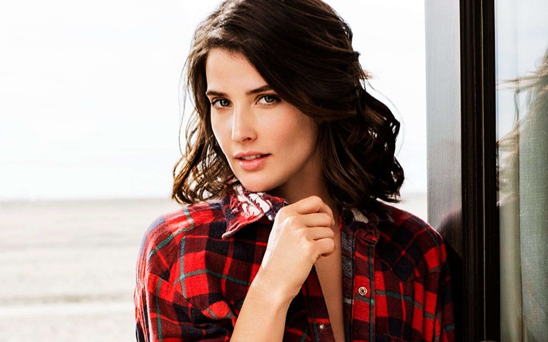 Cobie Smulders HD Images AMBWallpapers 1920x1200