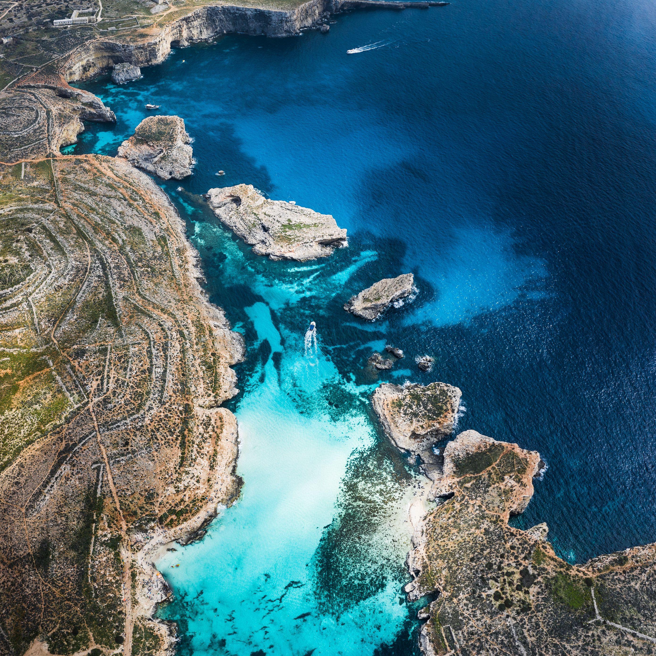 Download wallpaper 2780x2780 bay coast stony ocean island 2780x2780