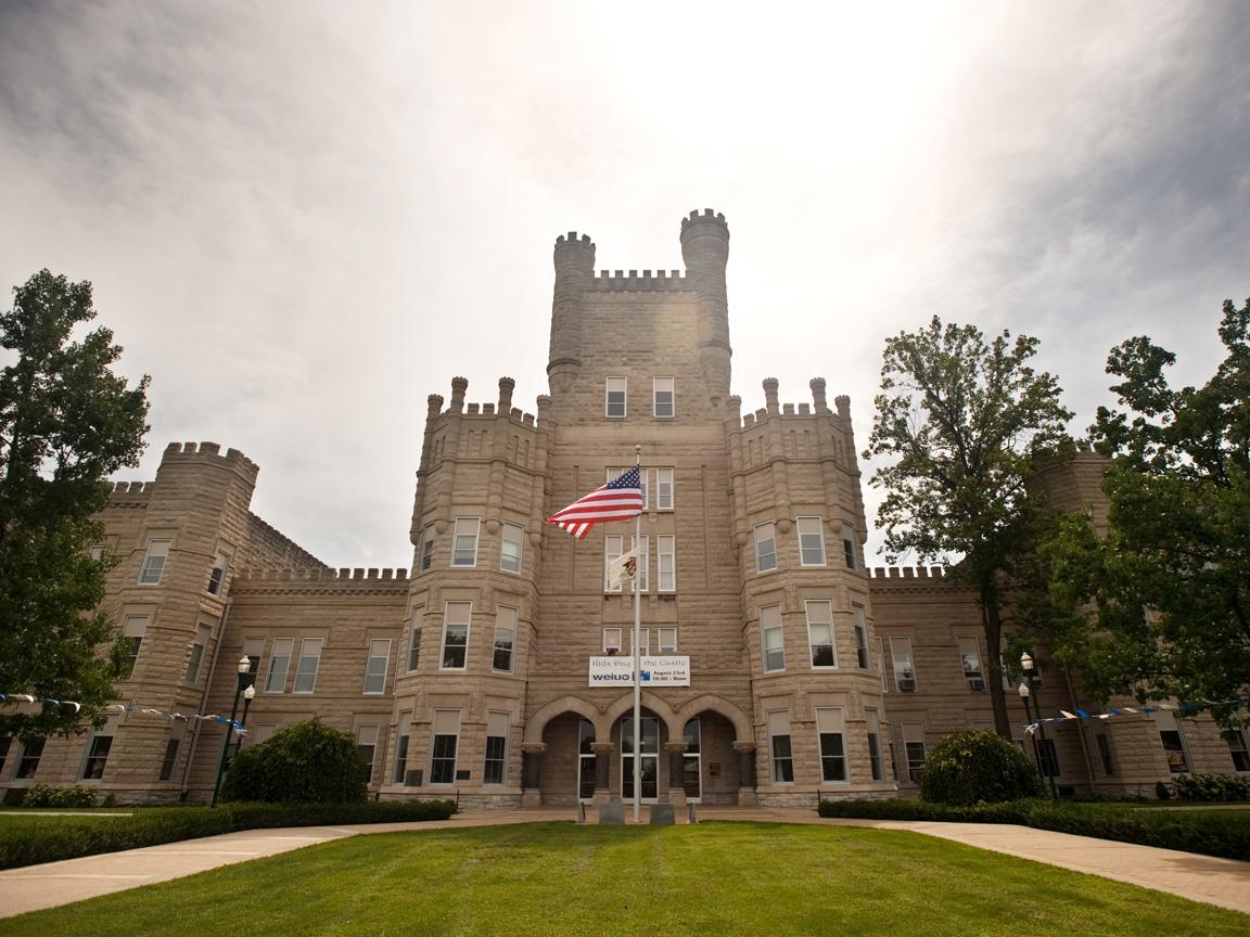 Old Main Eastern Illinois University herald reviewcom 1152x864