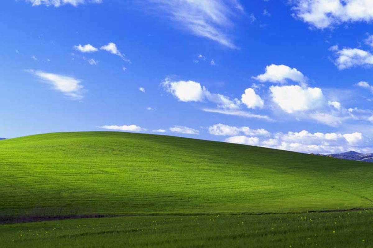 How the rolling hills of Bliss changed desktop backgrounds 1200x800