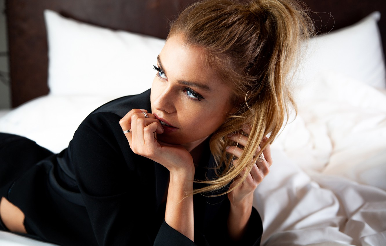 Wallpaper look girl pose ring Stella Maxwell images for 1332x850