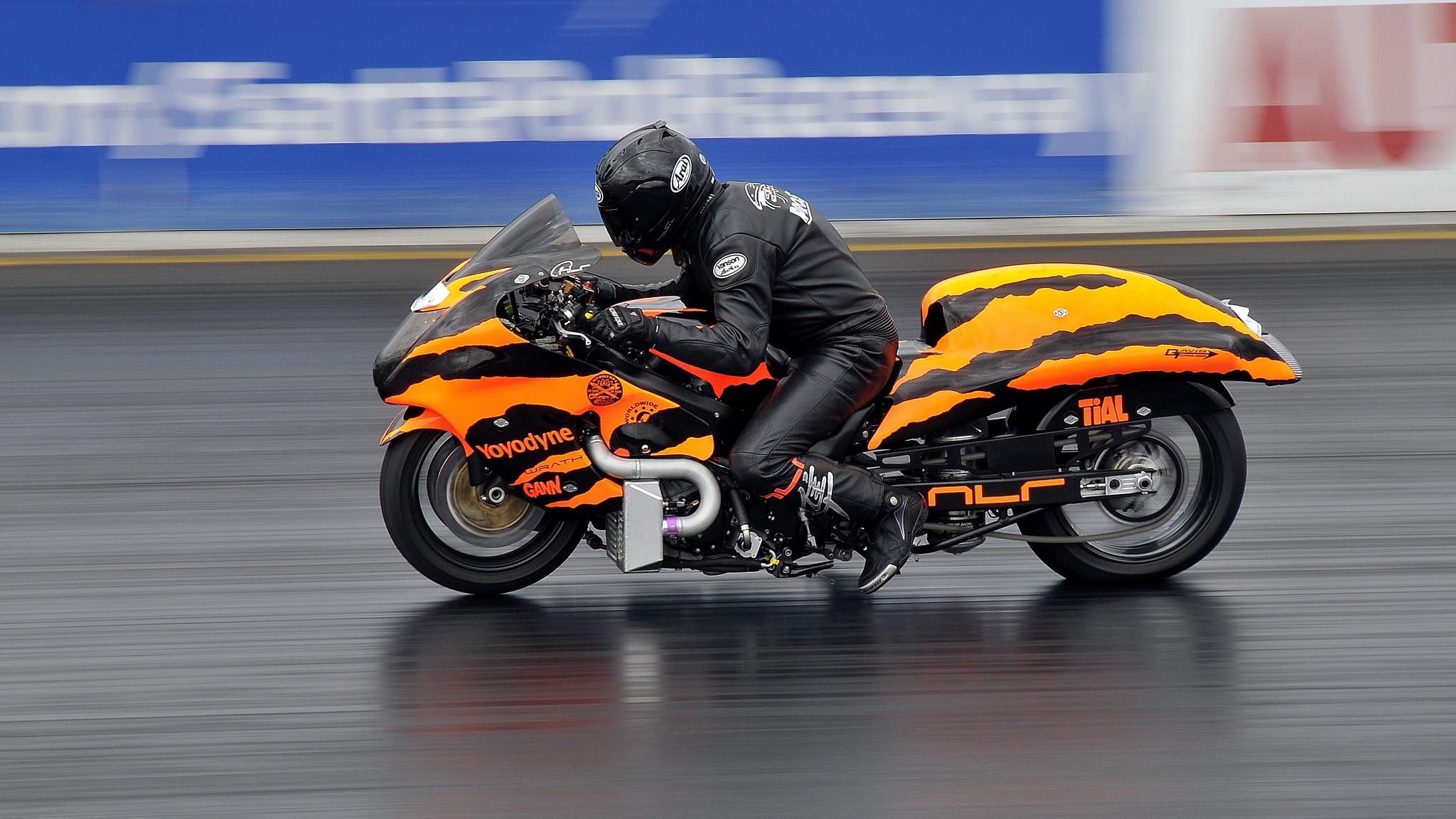Download wallpaper 2048x1152 motorcycle bike racing sports 2048x1152