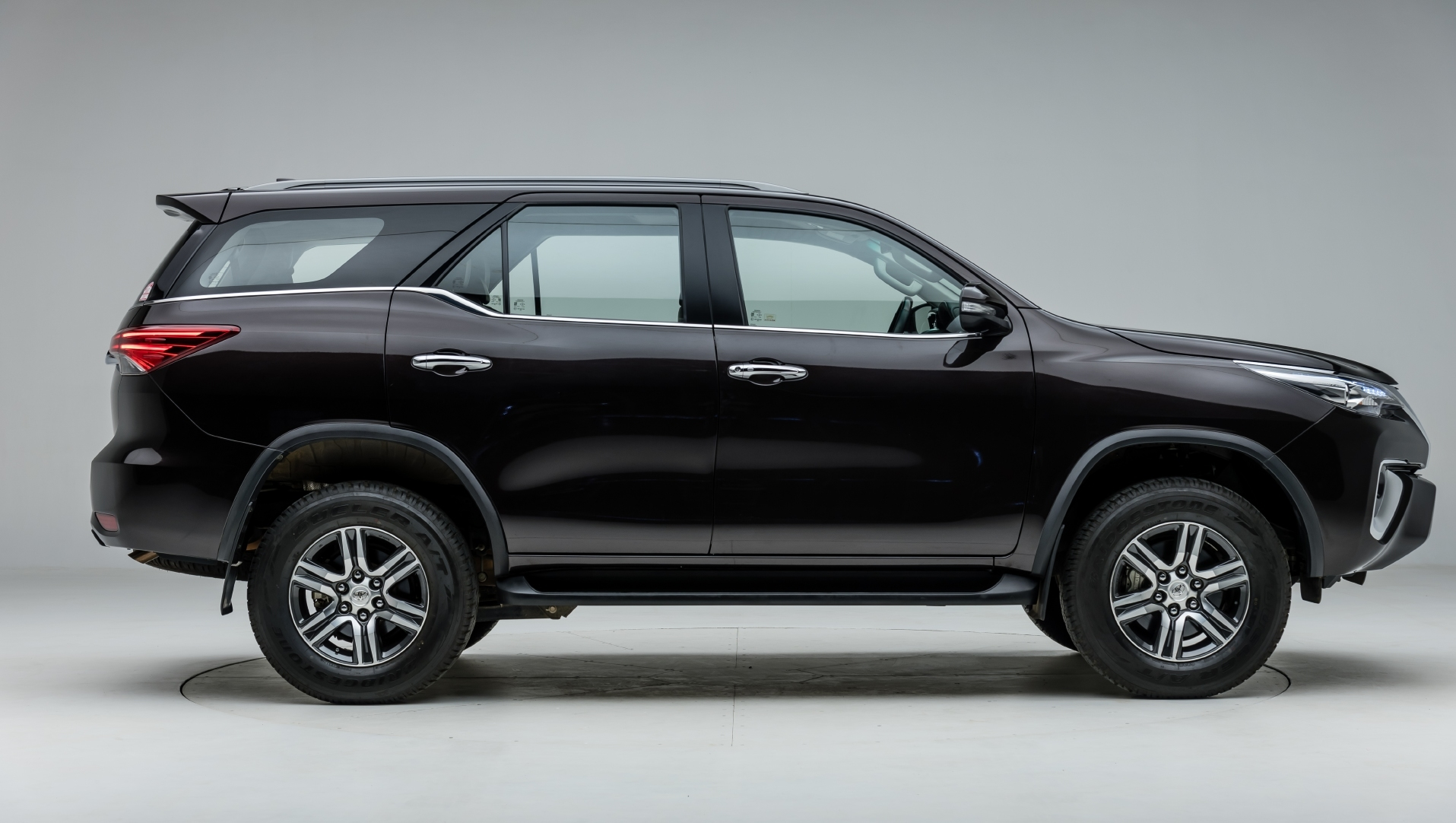 Toyota Fortuner Side View Wallpaper Backgrounds 1915x1082