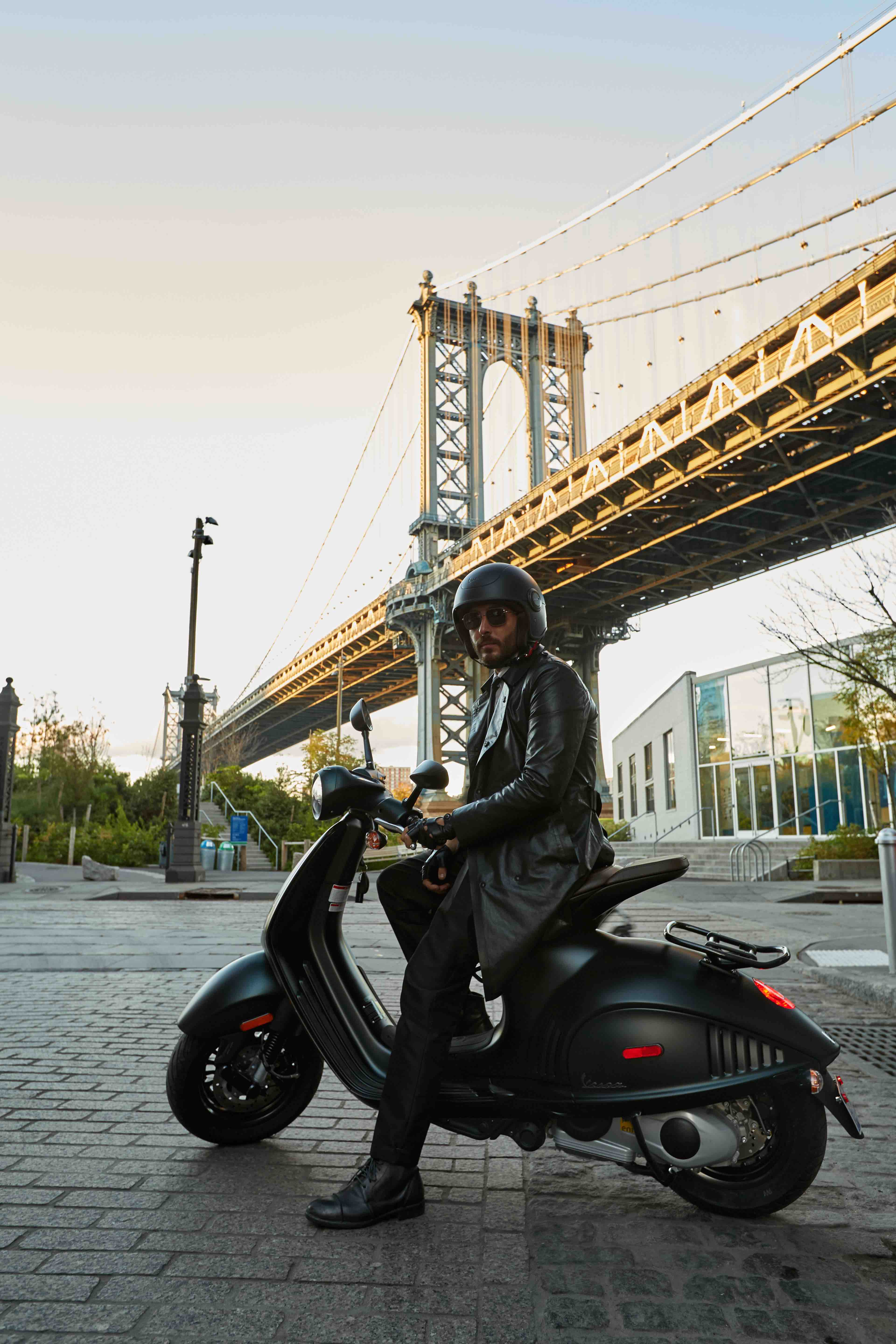 faster and faster]   Vespa 946 Emporio Armani goes to New York 3840x5760