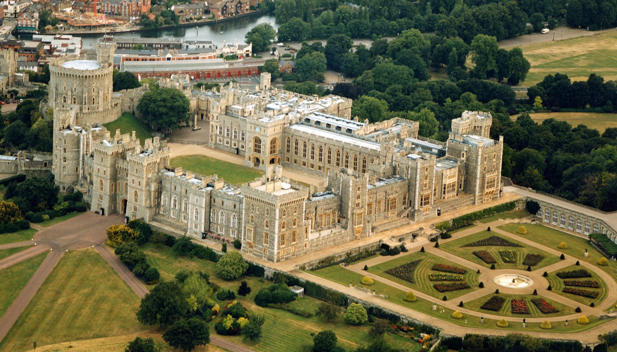 Windsor Castle Royal Residence in UK Point of Interest HD 2126x1212