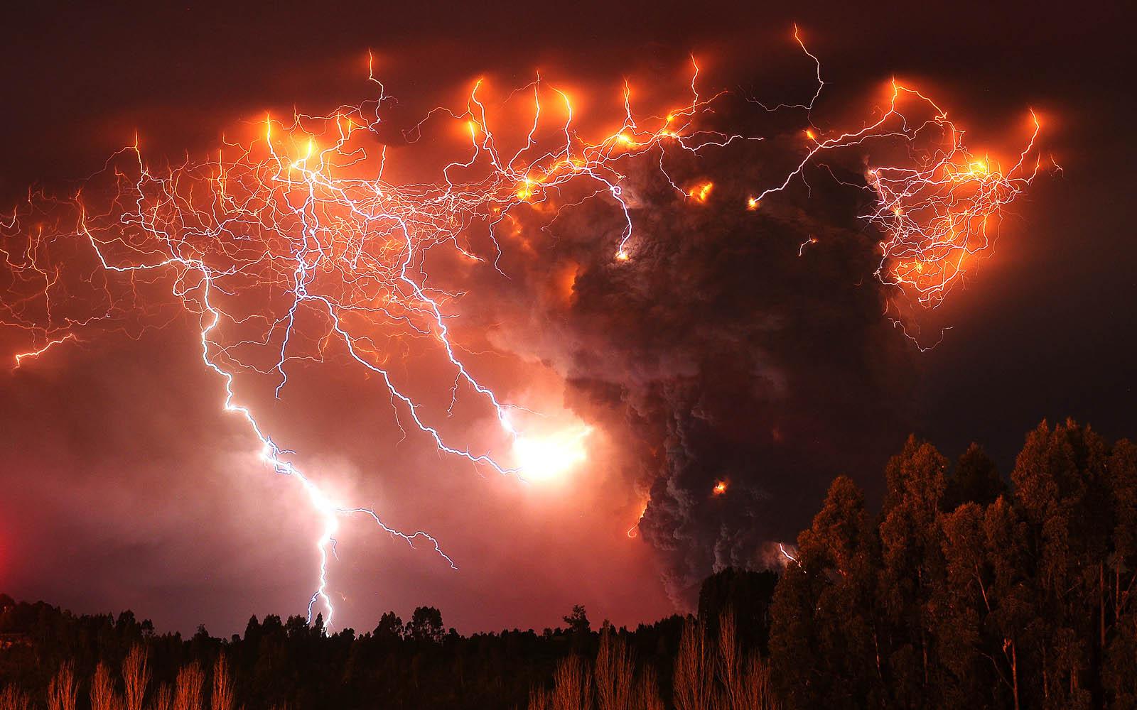 wallpapers Volcano Erupts 1600x1000