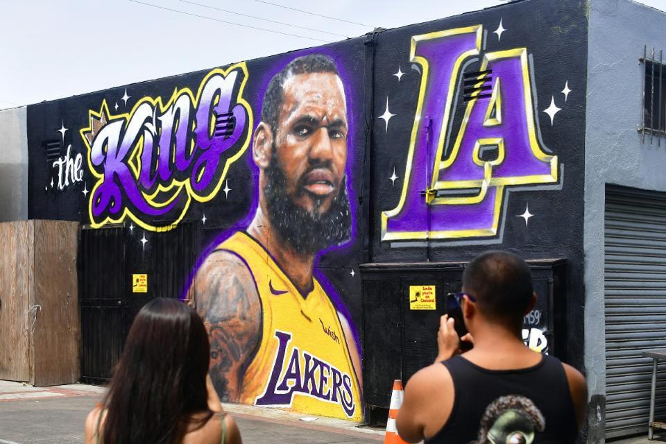 Los Angeles Lakers Fans Have A Serious LeBron James Problem 960x640