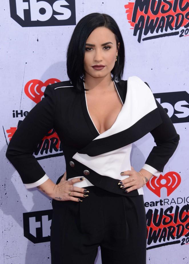 Demi Lovato iHeartRadio Music Awards 2016  04   GotCeleb 662x926