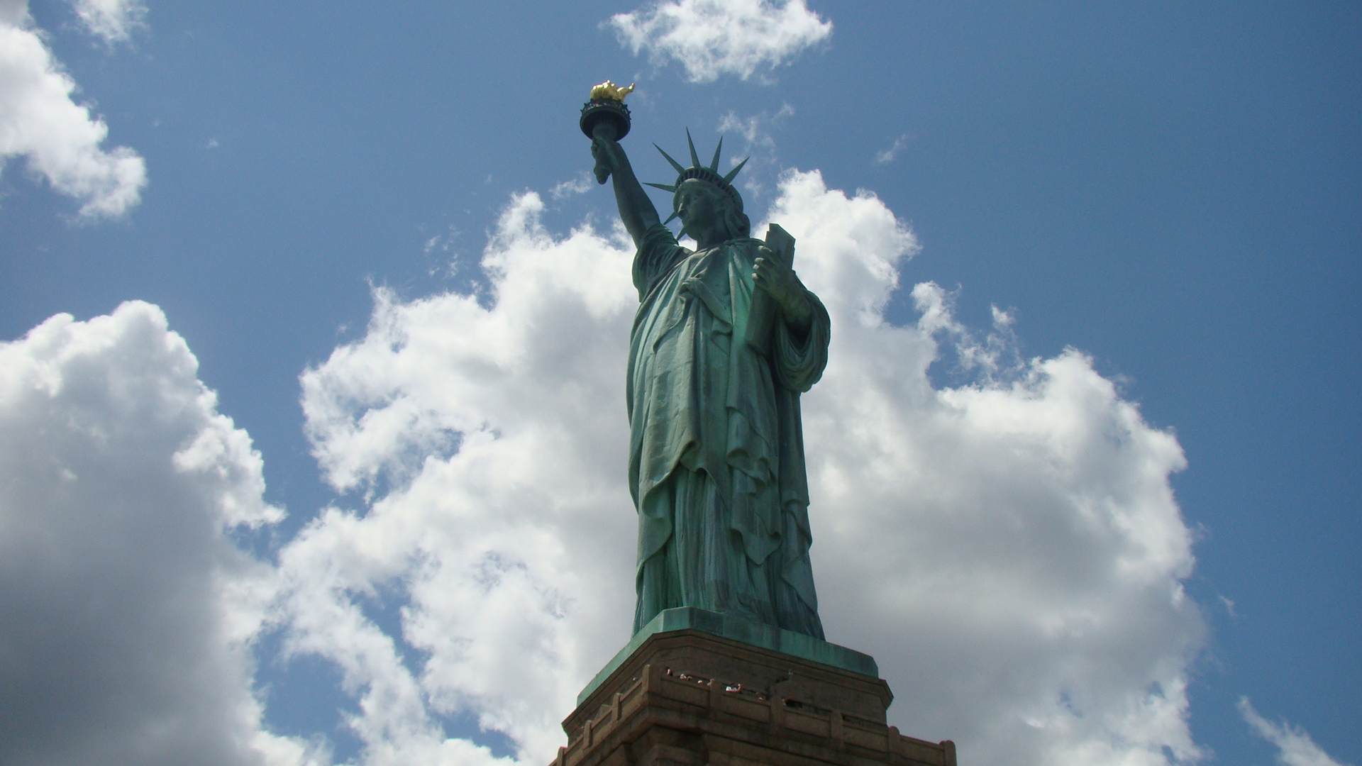 Sky Touching Statue Of Liberty Wallpaper   Travel HD Wallpapers 1920x1080