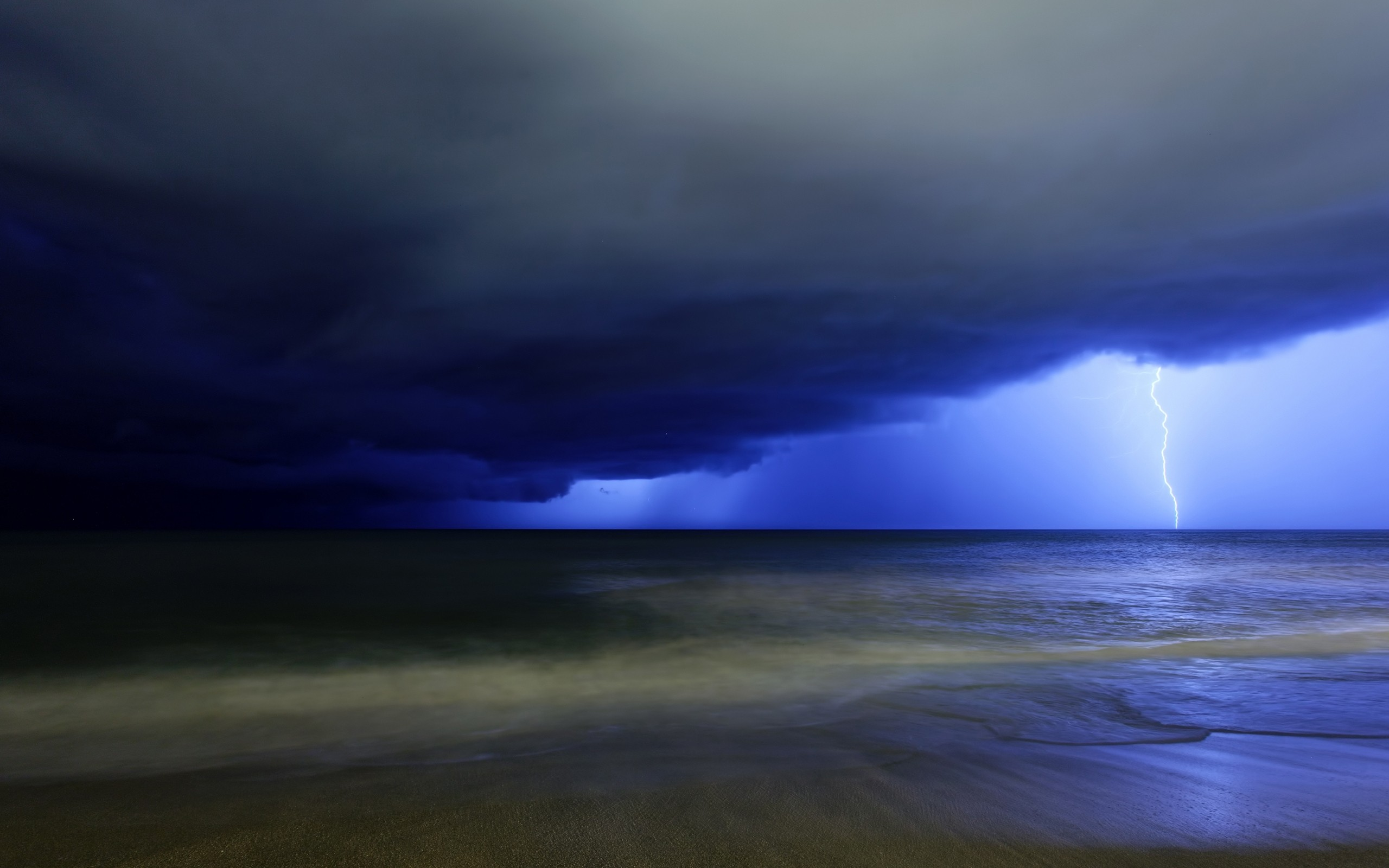 Ocean Desktop Wallpapers Lightning On The Ocean Desktop Backgrounds 2560x1600