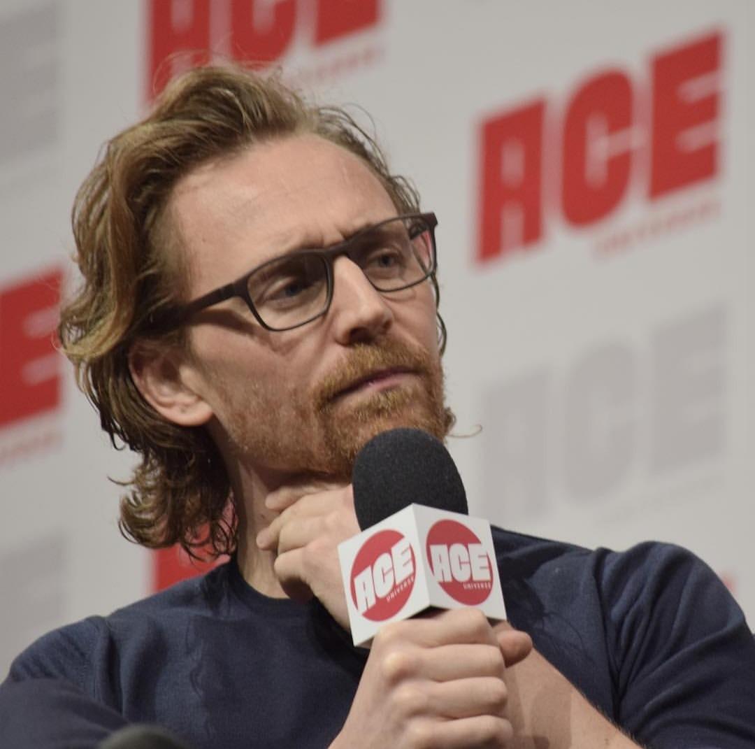 Tom Hiddleston images Tom Ace Comic Con Arizona January 13 2019 1080x1071