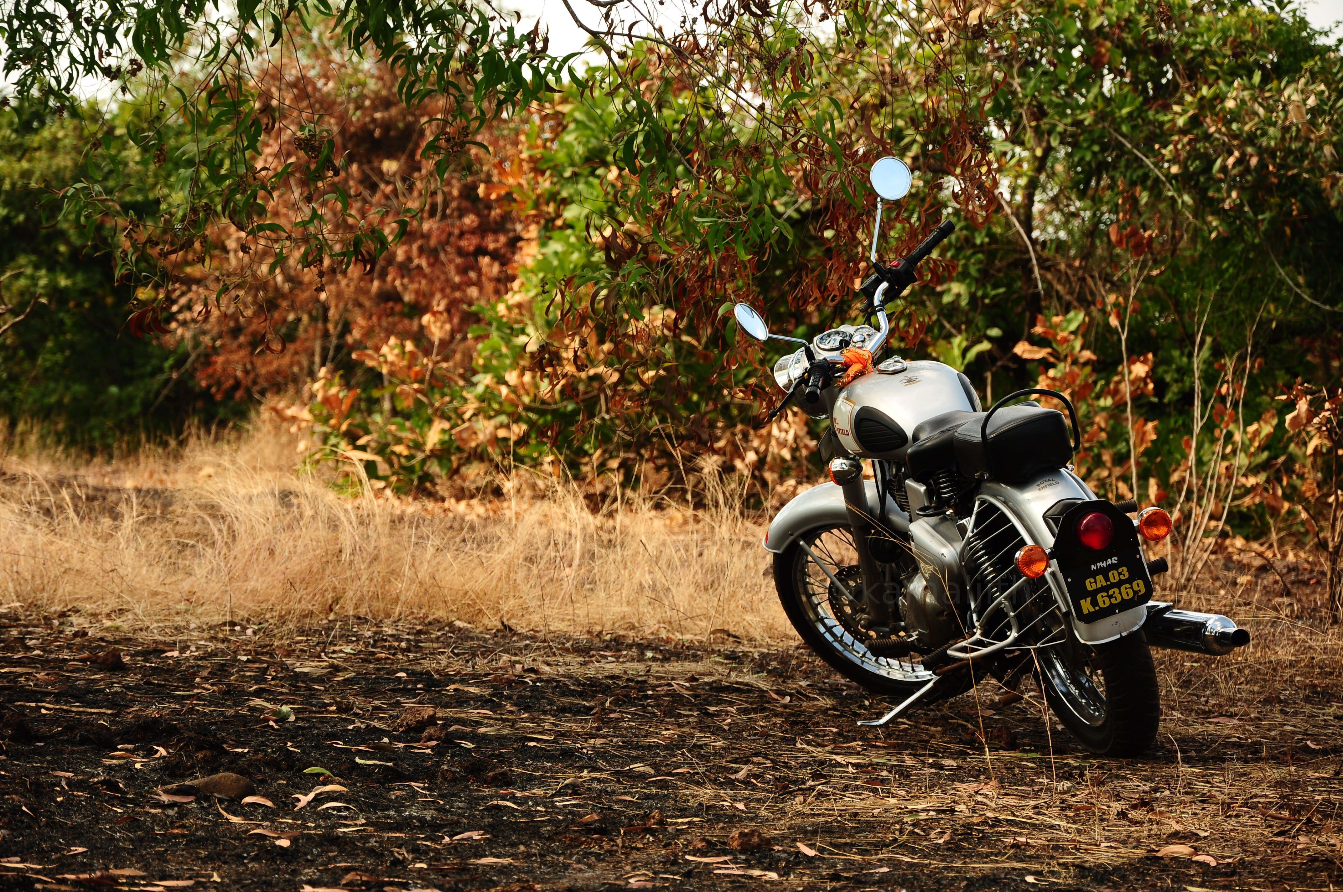 Download wallpaper 4288x2848 motorcycle autumn vehicle hd background 4288x2848
