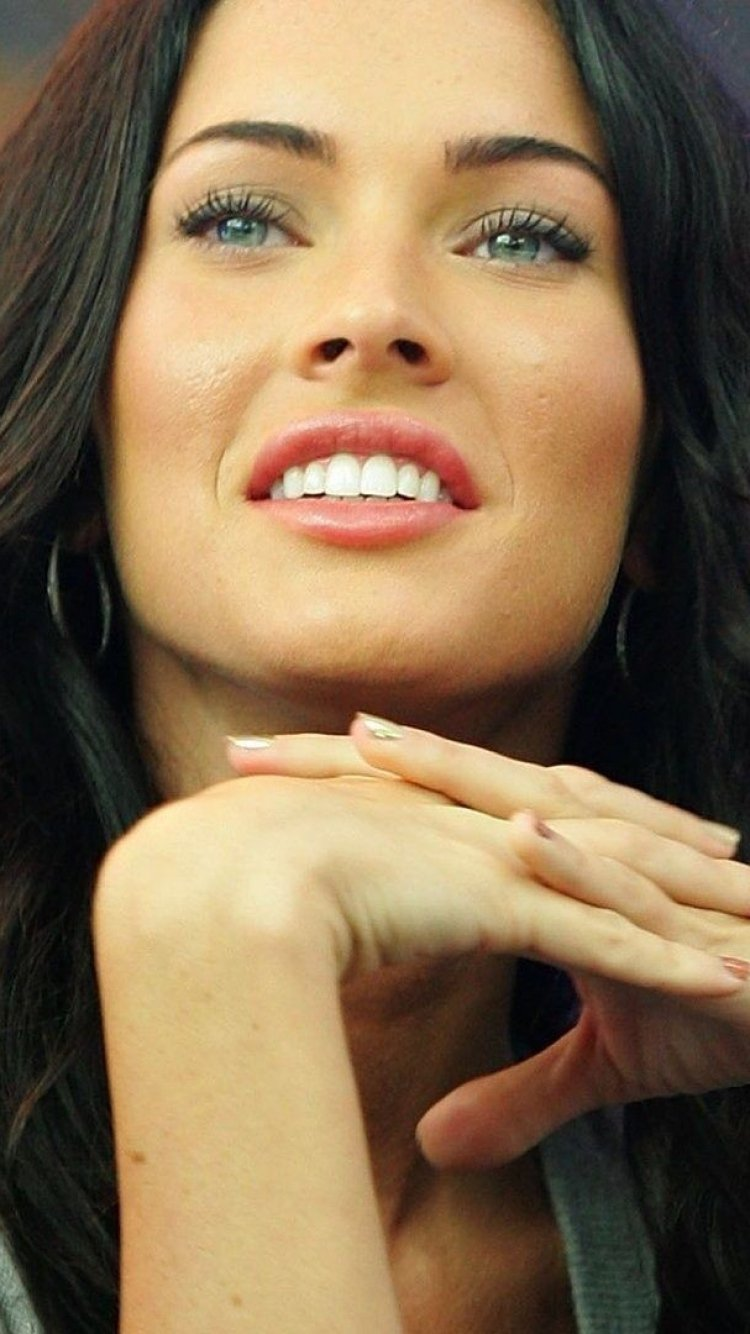 megan fox smile look actress 750x1334