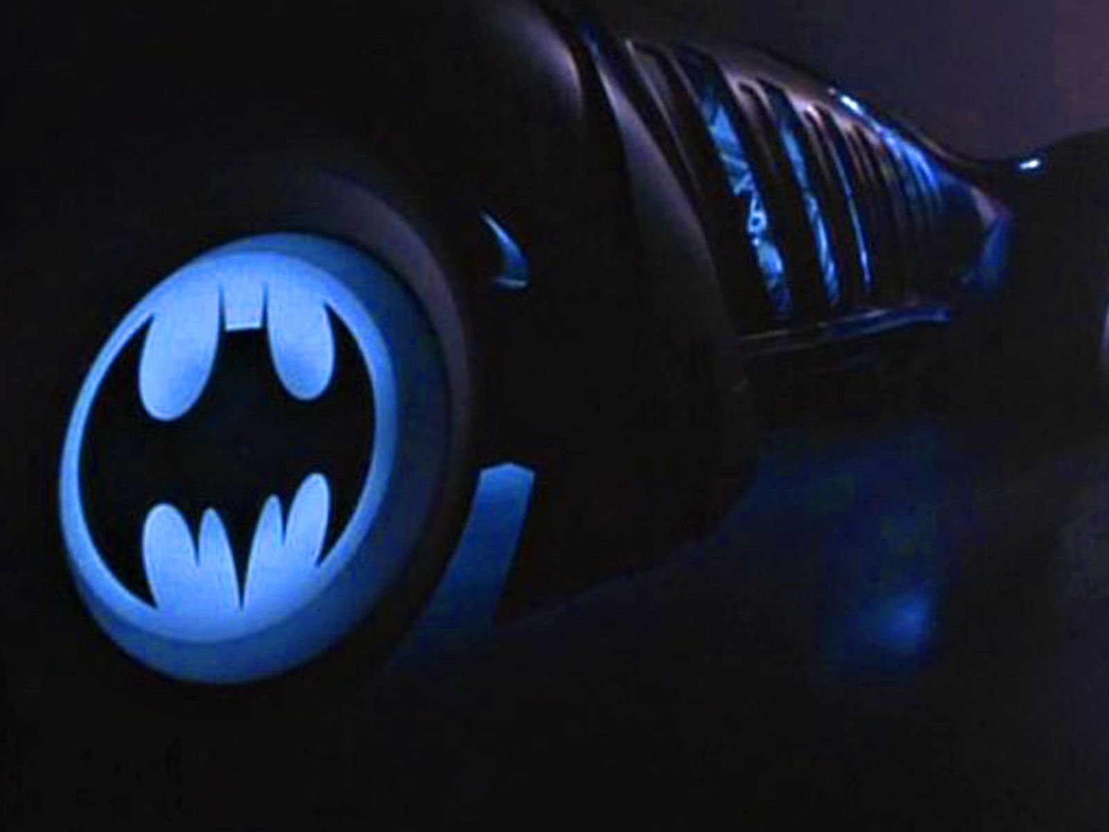 Batman Logo On Batmobile Wheels Wallpaper 16001200   Batman 1600x1200