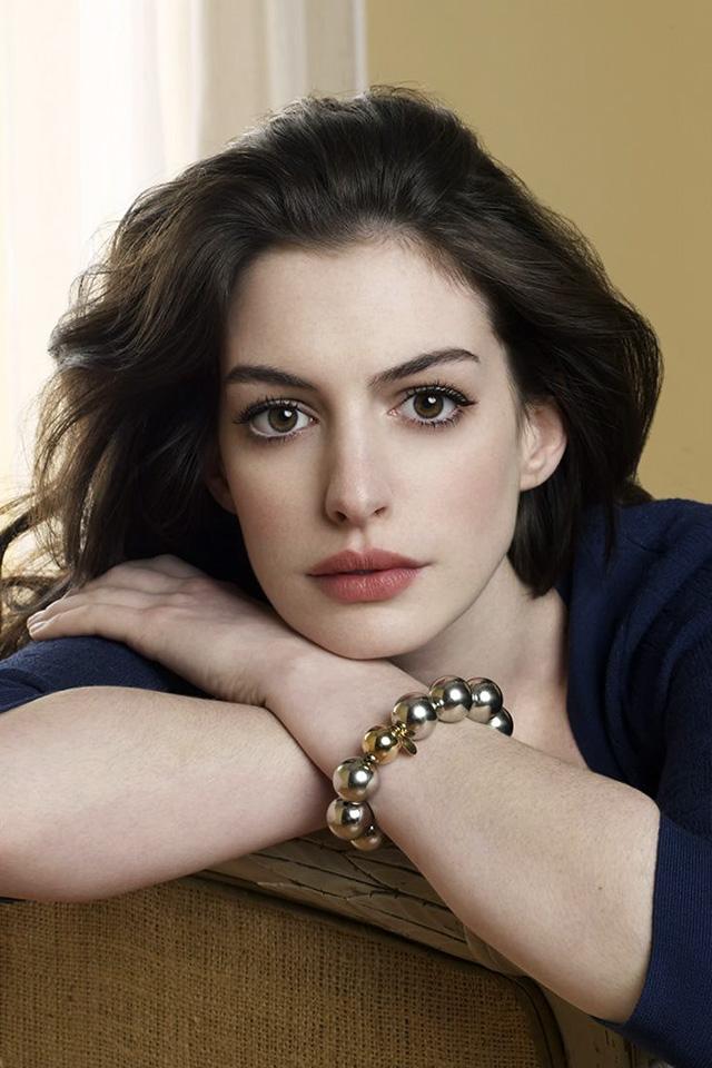 50 Anne Hathaway Iphone Wallpaper On Wallpapersafari