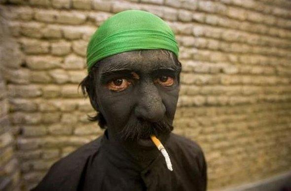 funny smokers around the world 05jpg 590x388