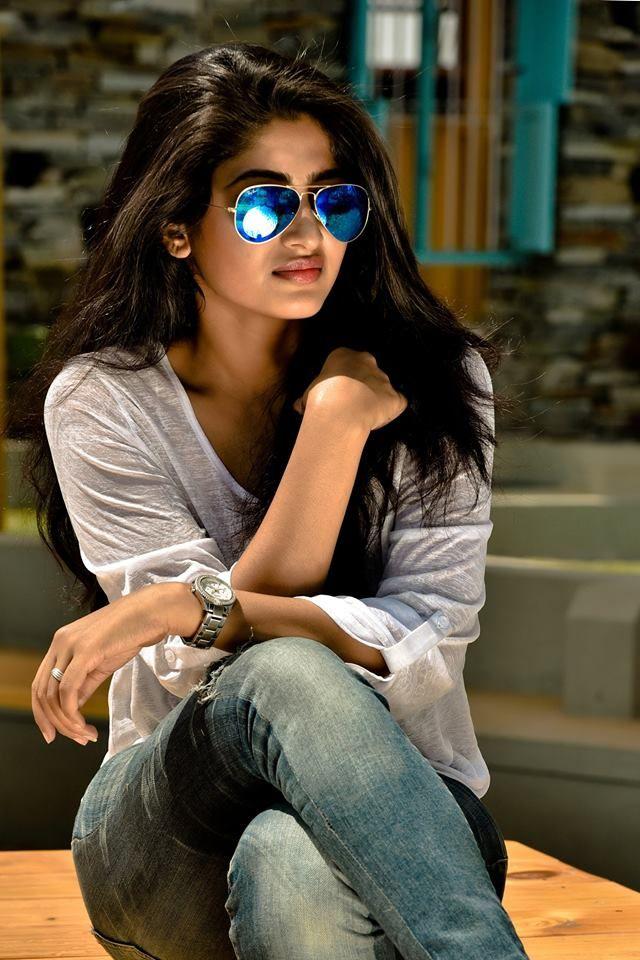 actress roshini prakash hd wallpapers hd photos of actress 640x960