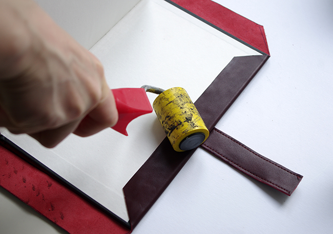 DIY] Leather Scrapbook with tucktite fastener FashionRolla [DIY 650x458