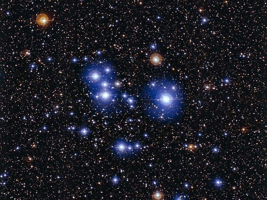 Blue Stars Sparkle in Spectacular Deep Space Star Cluster 1024x768