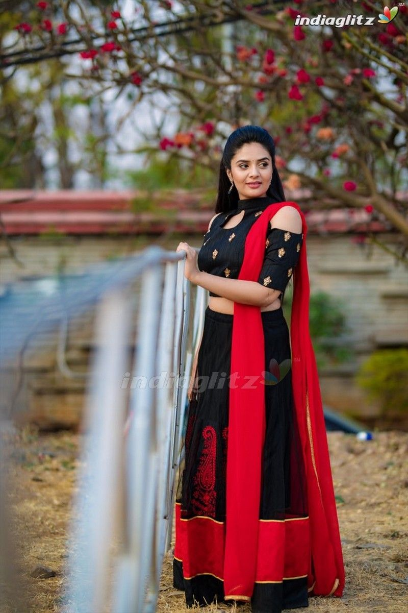 Sreemukhi in 2020 Photoshoot Indian tv actress Actresses 800x1201