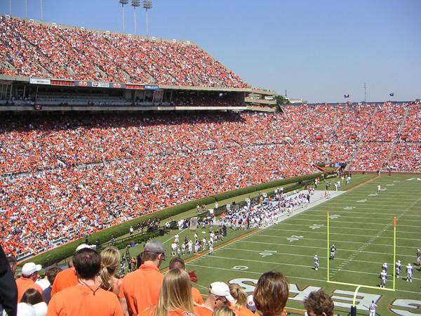 JordanHare Stadium Home of the Auburn Tigers The Georgia Bulldogs 55 600x450