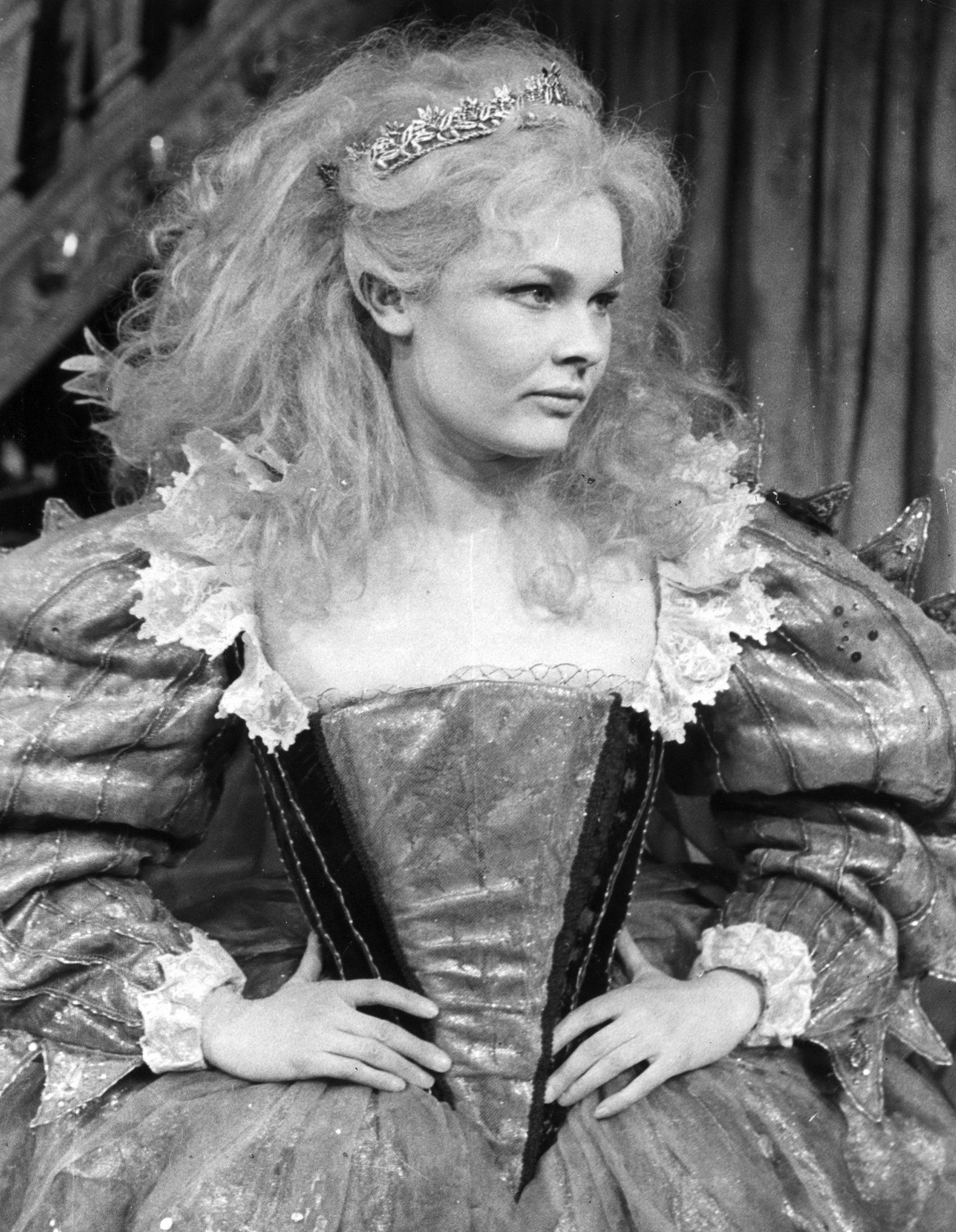 Young Judi Dench one of the best actresses in the world stars 1552x2000