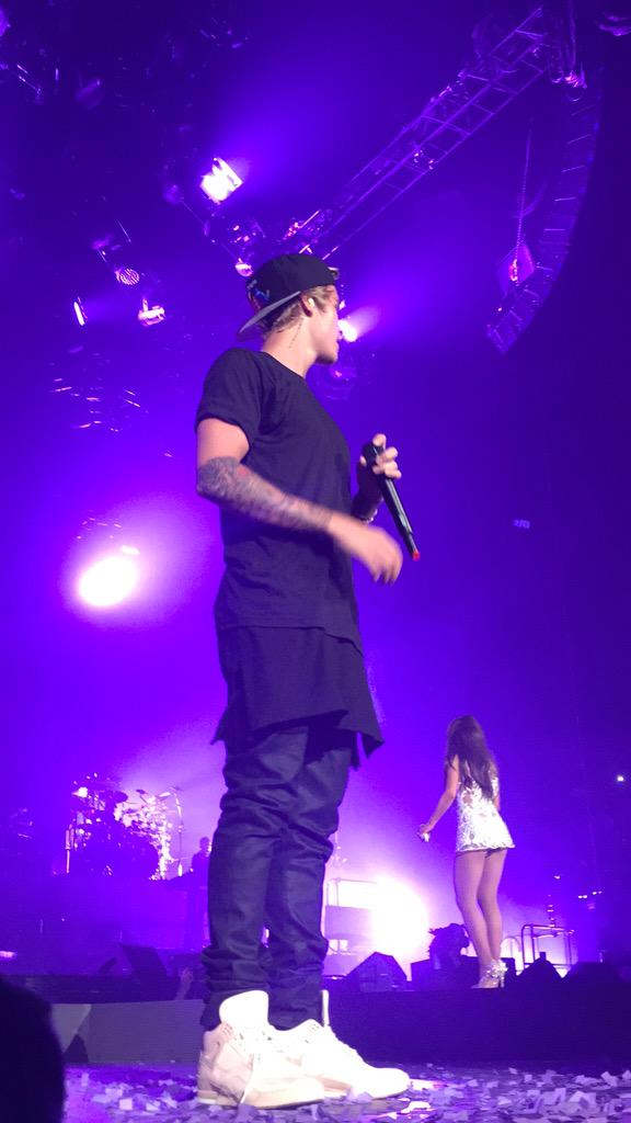 Ariana Grande Performing with Justin Bieber  12   GotCeleb 576x1024