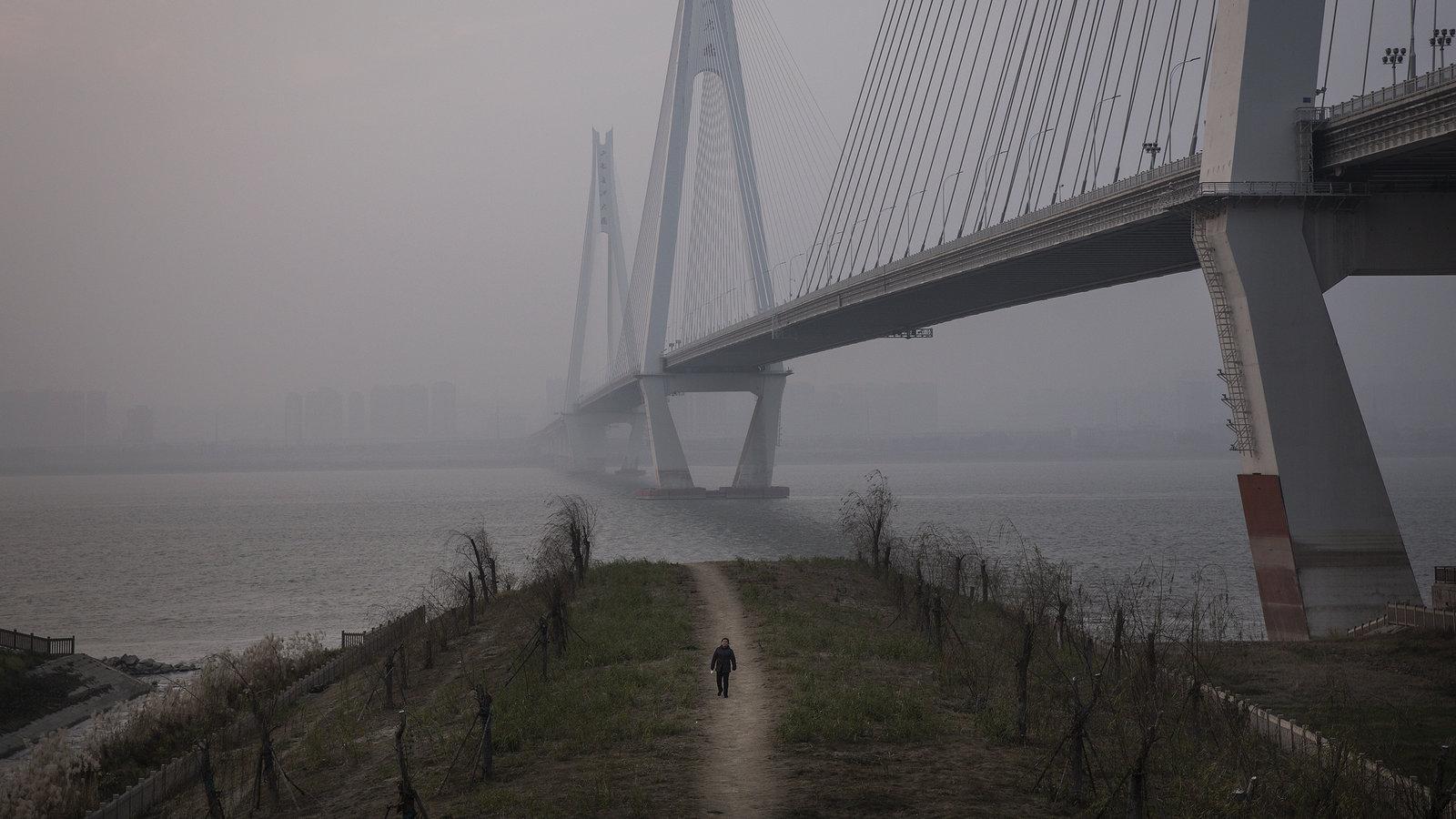 China Tightens Wuhan Lockdown in Wartime Battle With Coronavirus 1600x900