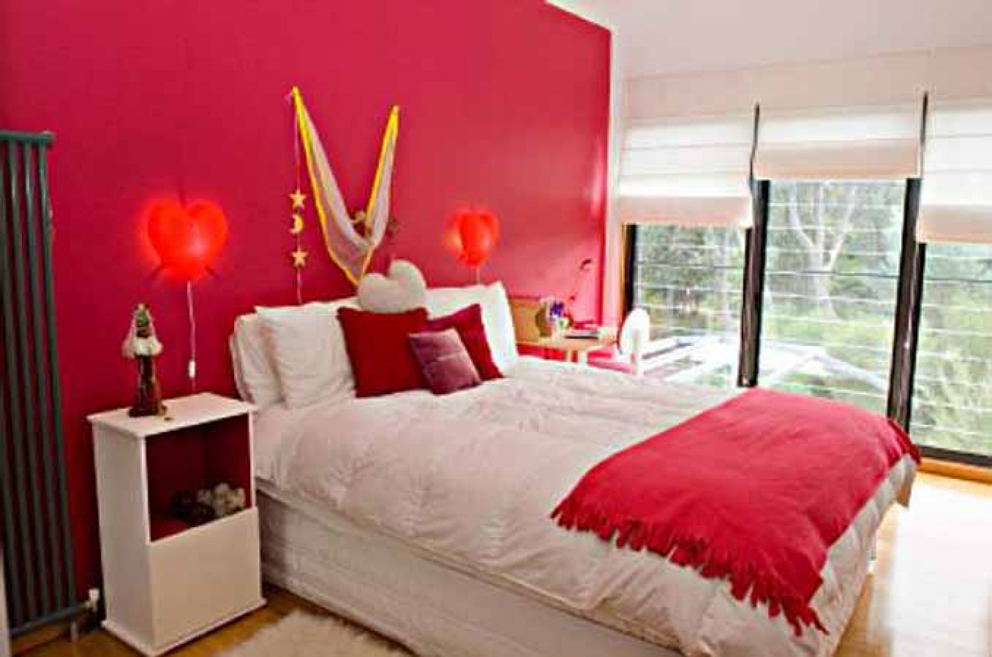Bedroom decorating ideas red - 20 Modern Bedroom Designs Showing Glamorous Decorating Ideas