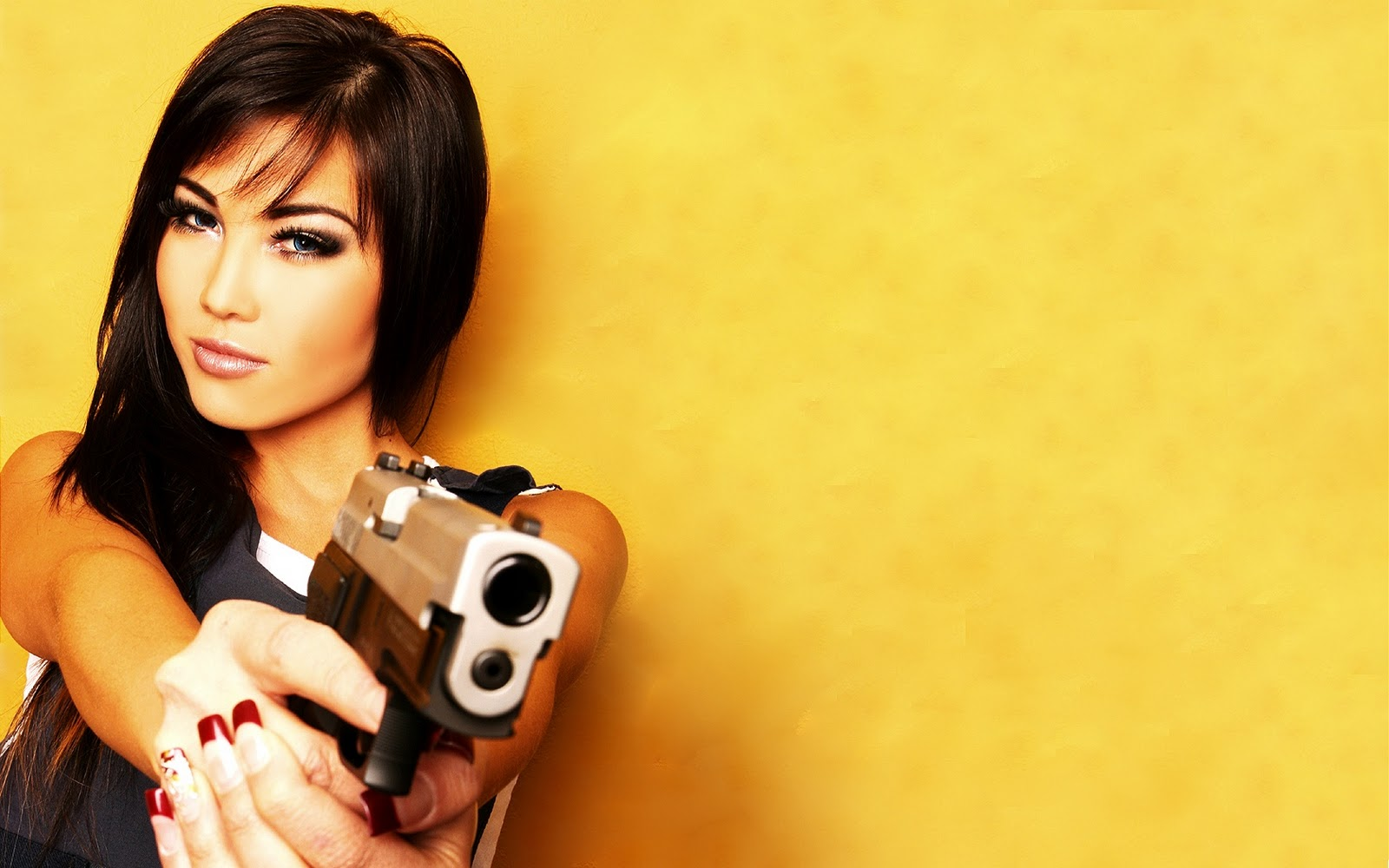 Bad girl Joslyn James begs for some love gun posing with an automatic weapon № 147622 без смс