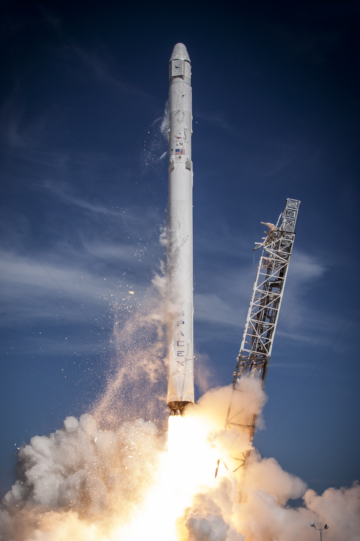 FileLaunch of Falcon 9 carrying CRS 6 Dragon 17170624642jpg 2000x3000