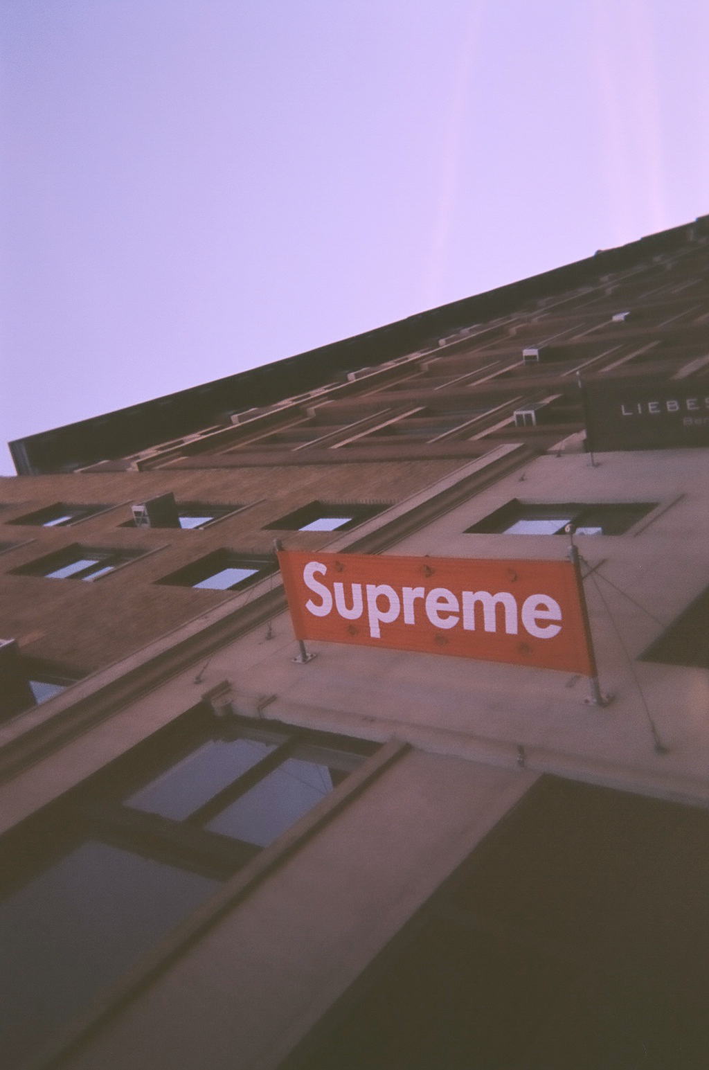 Supreme Wallpaper 1024x1545