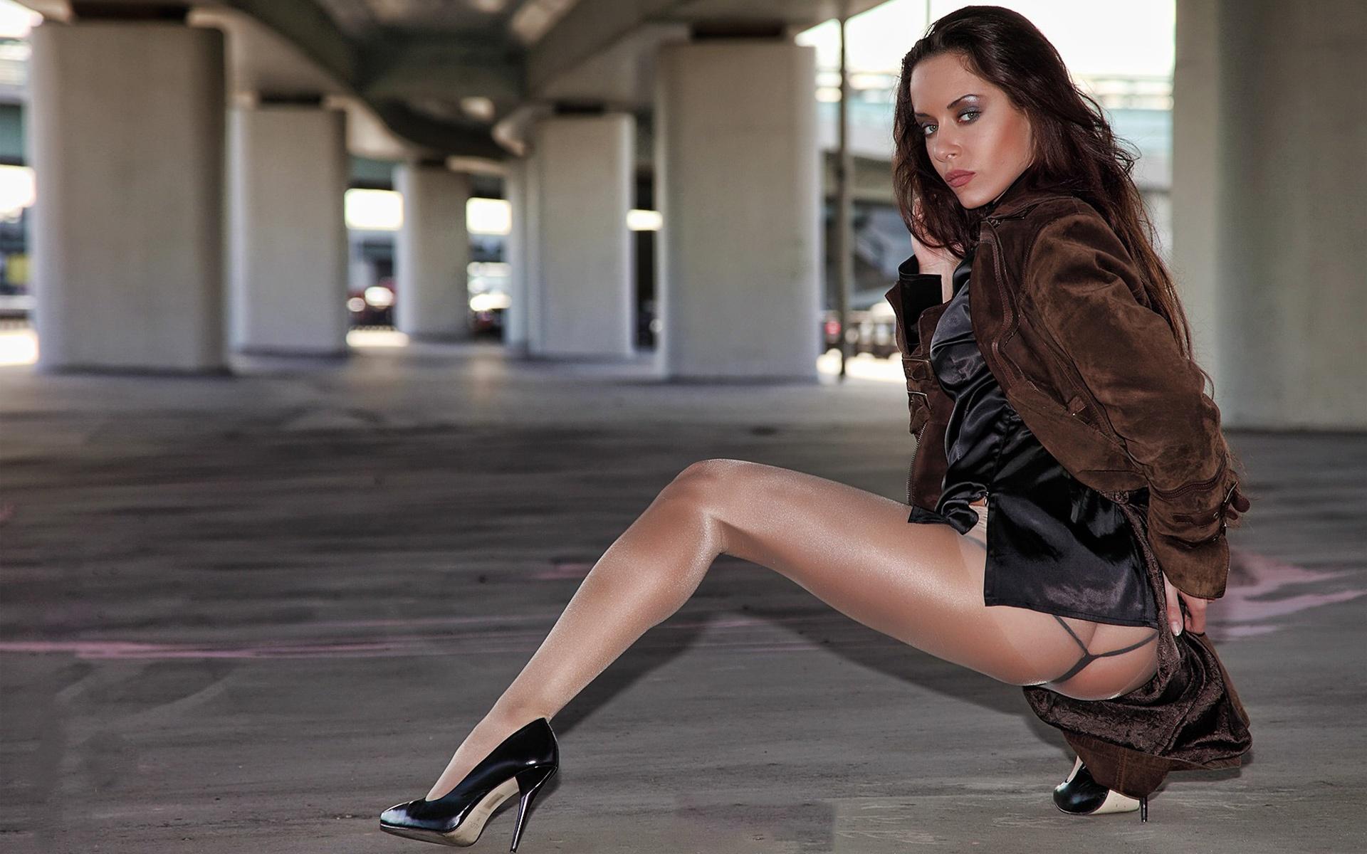 pantyhose-women-walking