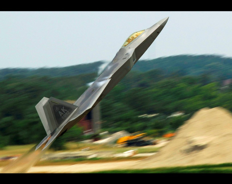 Wallpaper photos of the F 22 Raptor in high res theBRIGADE 920x732