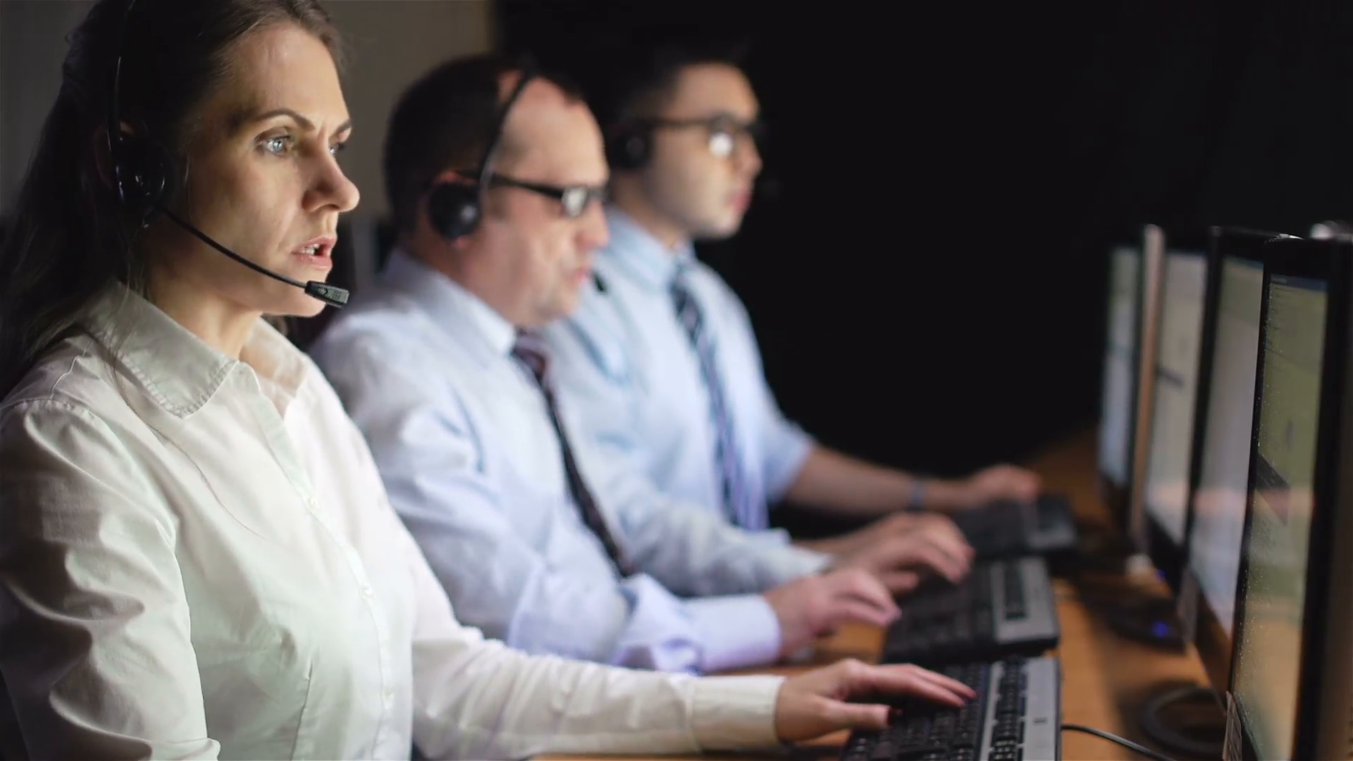 Female operator consulting clients online with male colleagues on 1920x1080