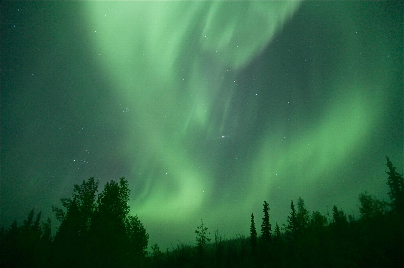 What are the Northern Lights? Best places to see them ...   Alaska Northern Lights Wallpaper