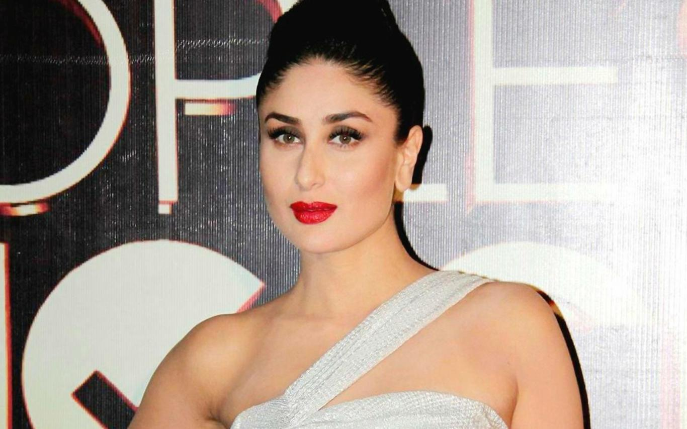 Download Hot Kareena Kapoor Red Lips Wallpaper HD FREE Uploaded by 1366x853