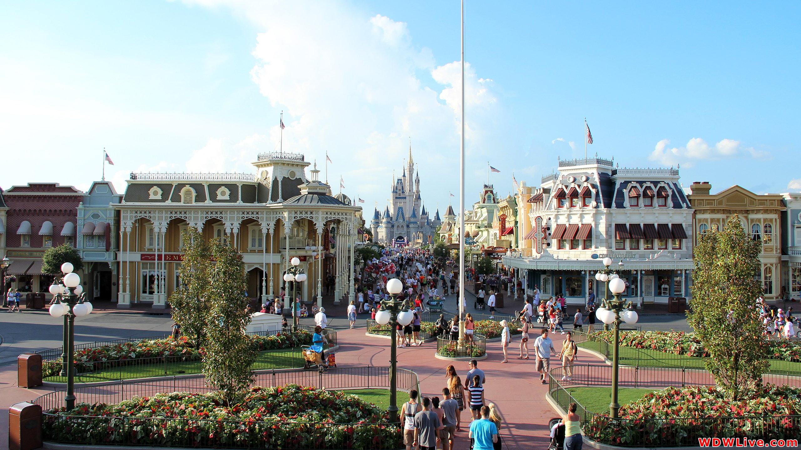 Cinderella Castle A beautiful sunny day in the Magic Kingdom 2560x1440
