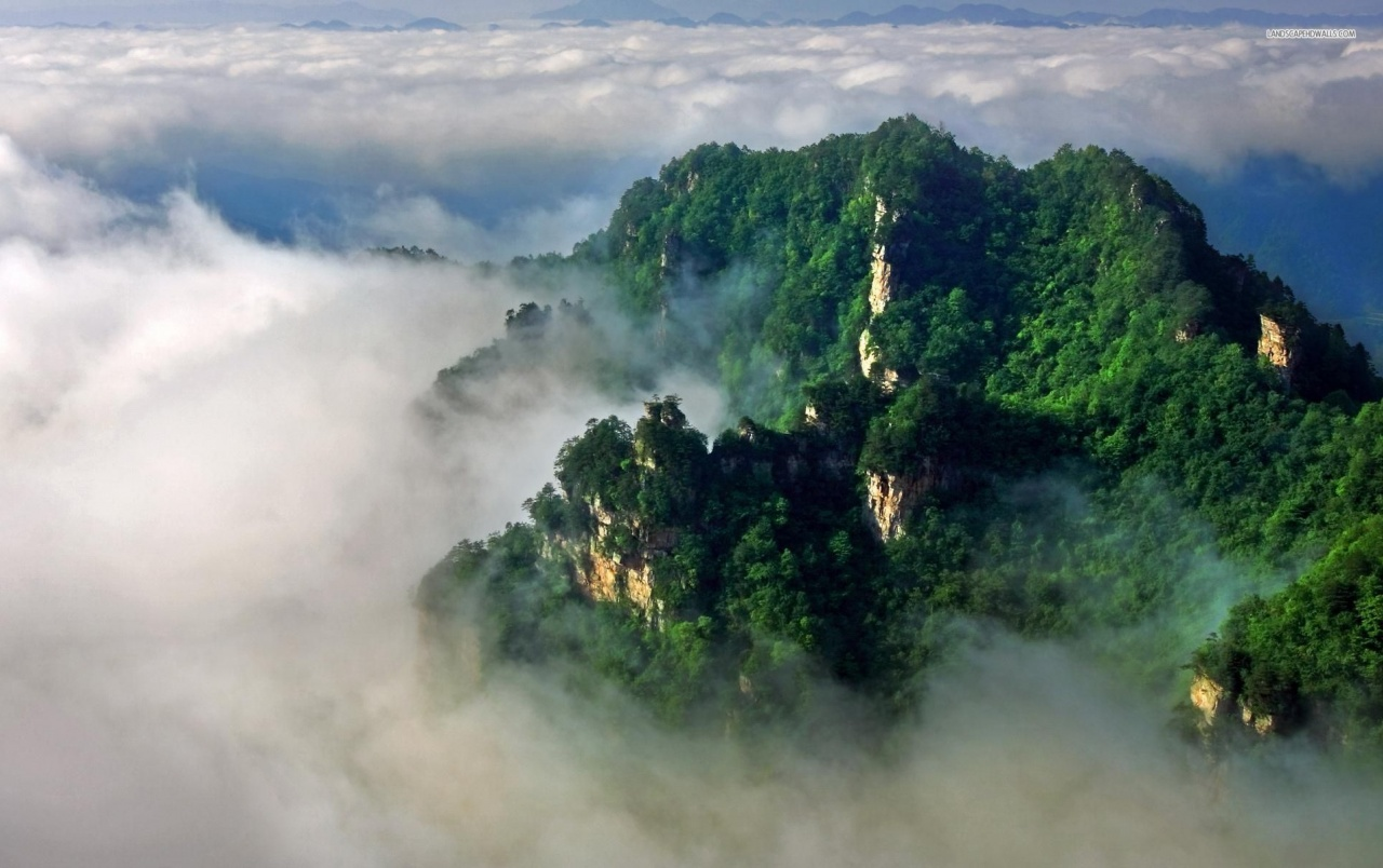 Green Mountain Foggy Clouds wallpapers Green Mountain Foggy 1280x804
