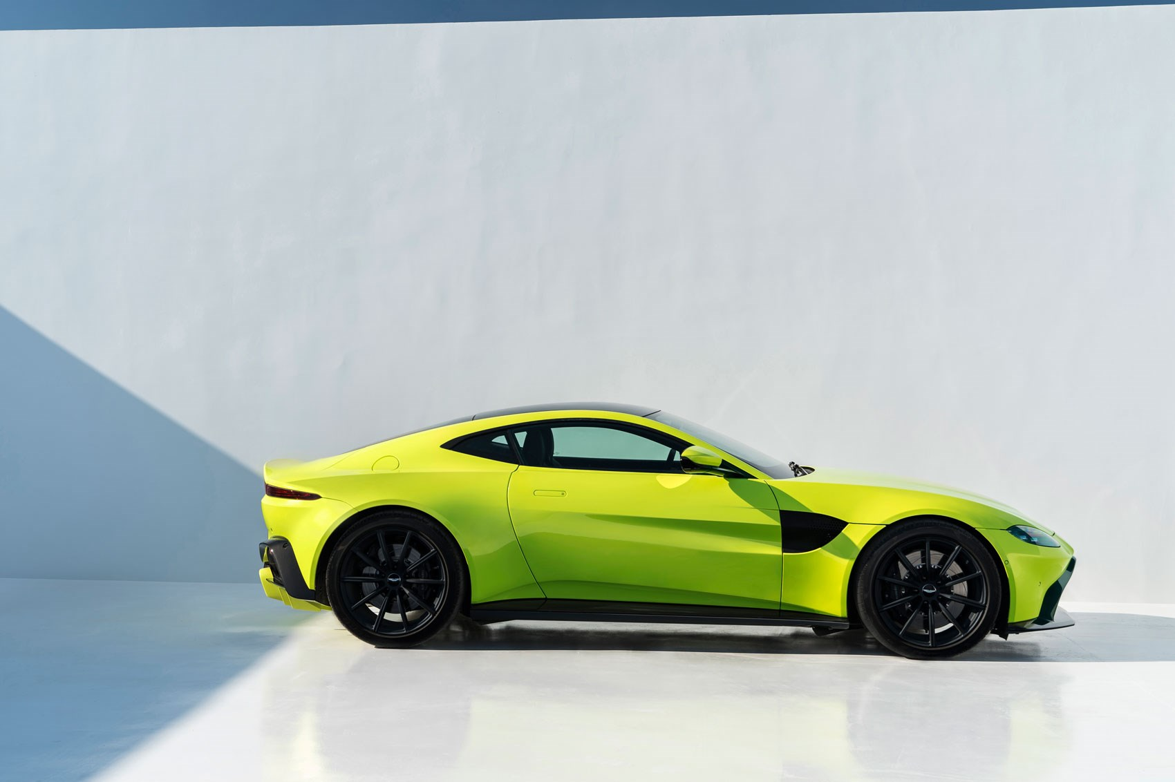 The new 2018 Aston Martin Vantage revealed in pictures CAR Magazine 1700x1132