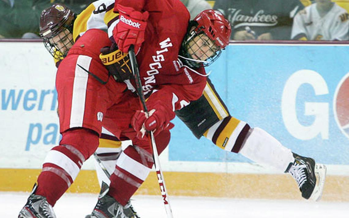 College mens hockey UMD lets lead slip away settles for tie 1140x712