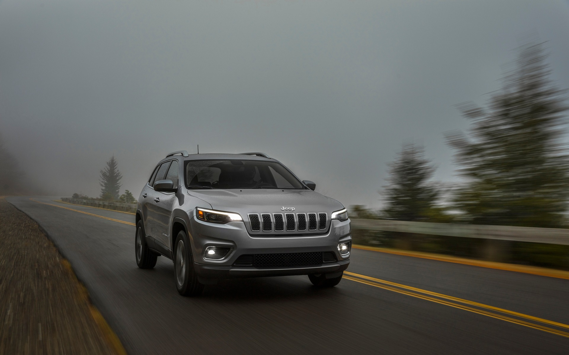 The 2019 Jeep Cherokee Limited in Pictures   2150 1920x1200