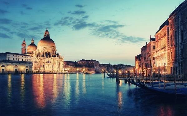 sunsetVenice sunset venice italy city skyline canal cities st peter 600x375