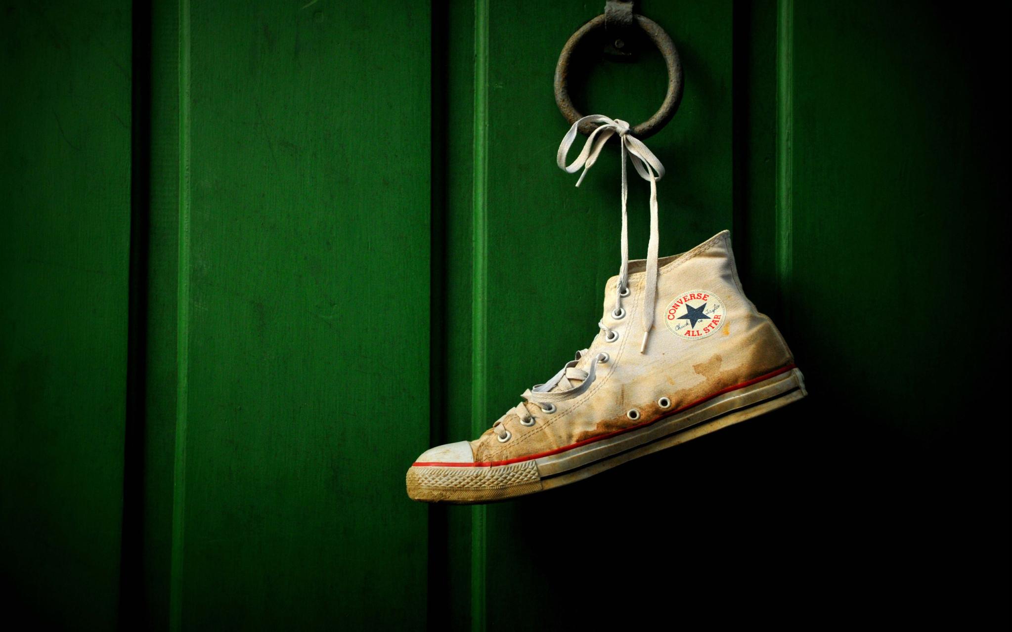 Download Dirty Converse Shoe Wallpaper Wallpapers 2047x1279