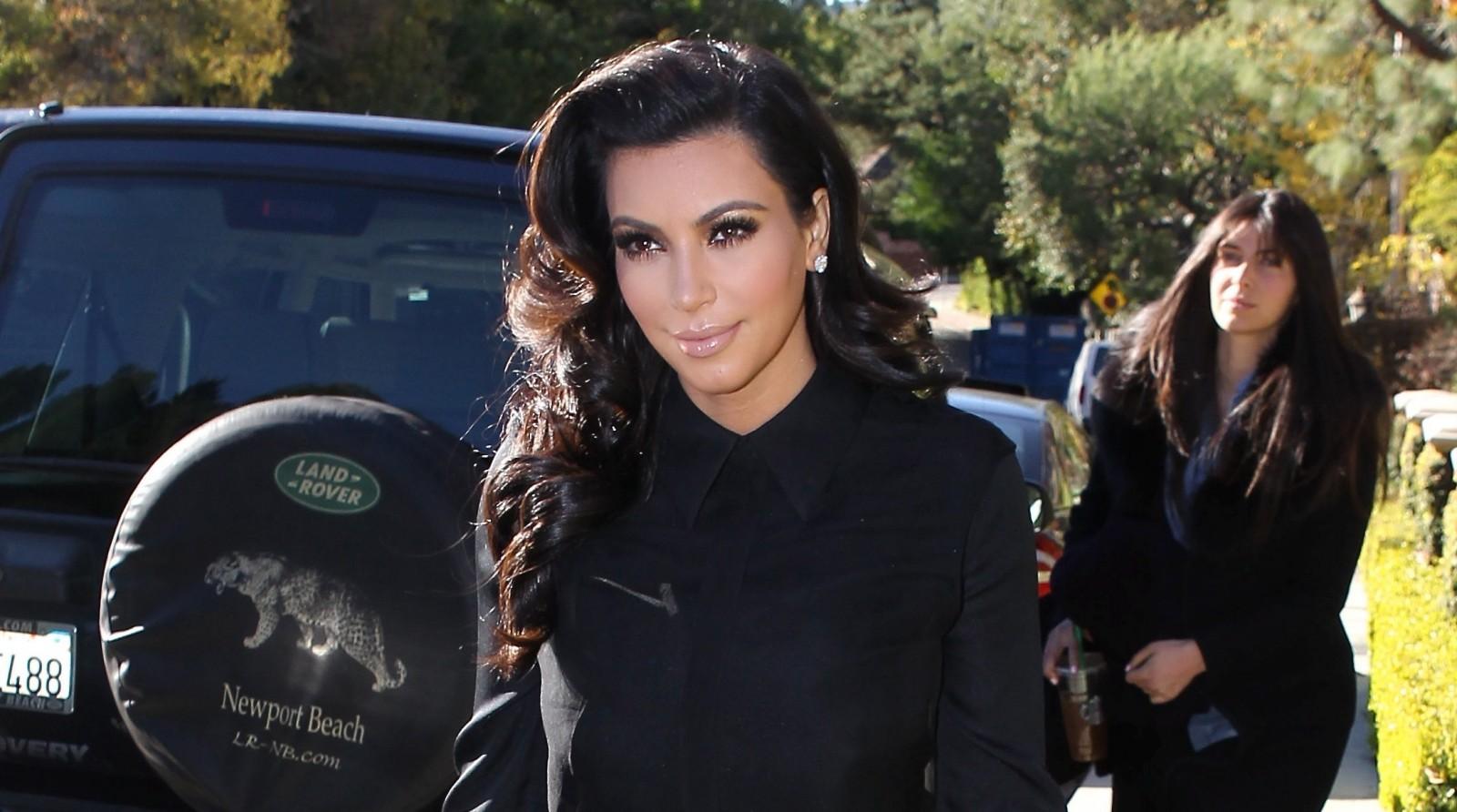 Kim Kardashian Pregnant 2013 HD Wallpaper 1600x892
