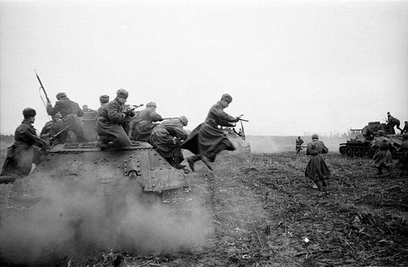 World War 2 Battle Wallpaper 11512 Hd Wallpapers In N Army 1300x850